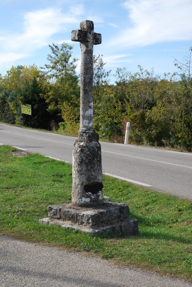 La croix de Peyrou - Commune de Pradons - Ardèche méridionale